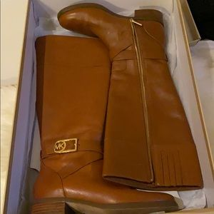 Michael Kors Bryce boots in color luggage
